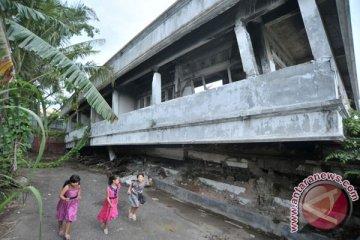 Delapan Tahun Gempa Padang
