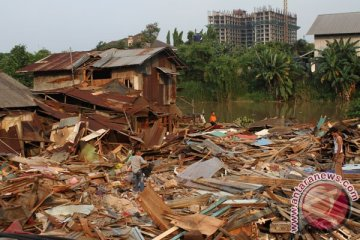 Pembongkaran Bangunan Bantaran Sungai
