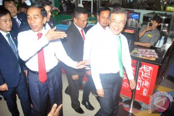 Jokowi Dan Jae-In Kunjungi Pusat Perbelanjaan