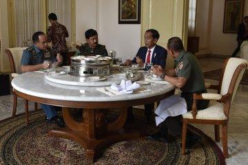 Presiden Ramah Tamah Dengan Panglima TNI