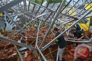 Sekolah Ambruk Pasca Gempa