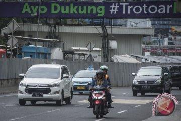 Sepeda Motor Melintas Jalan Thamrin