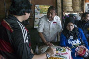 Deddy Mizwar Kunjungi Pasar Caringin Bandung