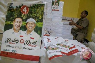 Foto Kemarin: Distribusi APK Pilgub Jabar