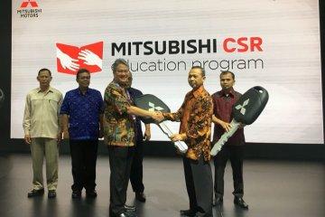 Mitsubishi serahkan lima unit Mirage untuk kendaraan praktik SMK
