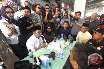 Ridwan Kamil kunjungi pedagang pasar di Bogor
