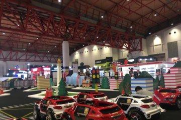 Anak-anak juga dimanjakan di pameran mobil