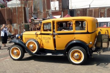 Taxi Cab 1931 hingga Chevrolet truk 1942 di Parade Mobil Klasik IIMS