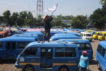Demo angkot di Malang