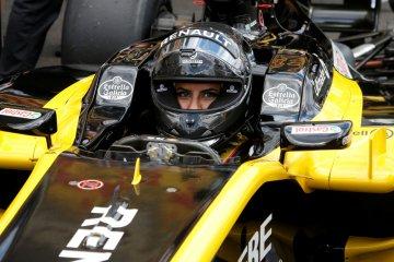Aseel Al-Hamad, wanita Saudi yang kendarai mobil F1 pada hari bersejarah