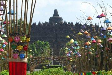 Foto kemarin: Seni instalasi topeng Borobudur