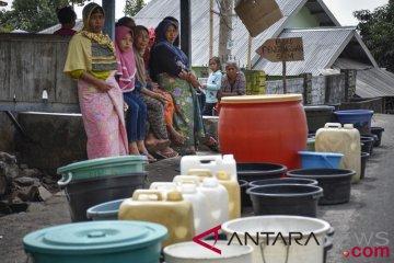 Korban gempa kekurangan air bersih