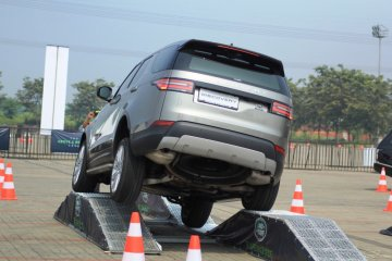 Jaguar Land Rover gelar driving experience global pertama di Indonesia