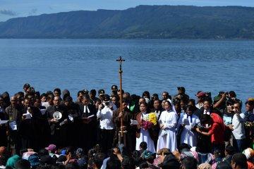 Ibadah keluarga korban KM Sinar Bangun