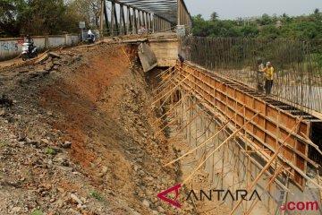 Perbaikan jembatan Cipamingkis Bekasi