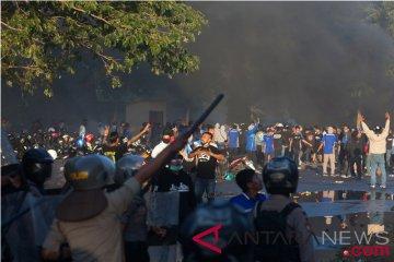 Kericuhan Oknum Suporter Dan Polisi
