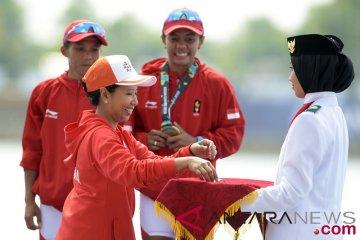Menteri BUMN Berikan Medali Kano