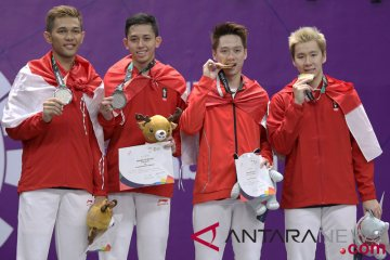 Bulu tangkis medali ganda putra Indonesia