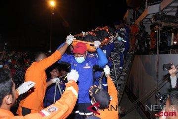 Evakuasi Korban Kapal Terbakar