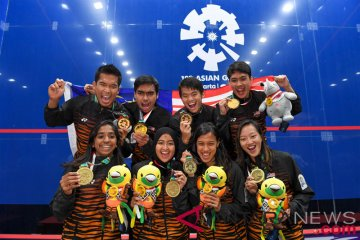 Squash Tim Putra Putri Malaysia Menerima Medali