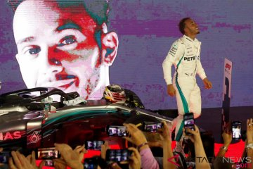 Aksi Lewis Hamilton di Marina Bay