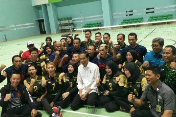 President Jokowi reviews exercise of Asian Para Games athletes