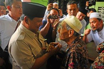 Prabowo Temui K.H. Maimoen Zubair
