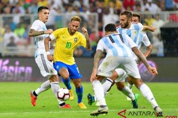 Timnas Brasil Angkat Trofi Super Clasico di Arab Saudi