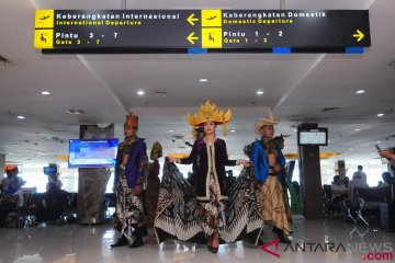 Fashion Show Batik Di Bandara