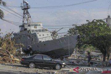 Kapal TNI AL Terdampar Akibat Tsunami