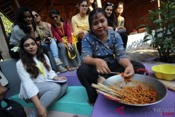 Mahasiswa Asing Kunjungi Kampung Ketandan Surabaya