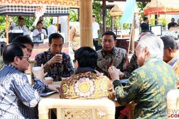 Presiden Jokowi Ngopi Bareng Menteri
