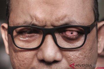 Penyidik Senior Komisi Pemberantasan Korupsi (KPK) Novel Baswedan memberikan keterangan di gedung KPK, Jakarta, Rabu (11/4/2018). ANTARA FOTO/Dhemas Reviyanto. ANTARA FOTO/Dhemas Reviyanto.