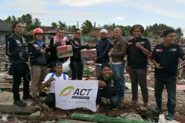 Komunitas Royal Enfield salurkan bantuan tsunami Selat Sunda