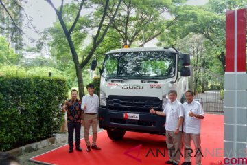 Isuzu GIGA tractor head baru mampu angkut beban hingga 46 ton
