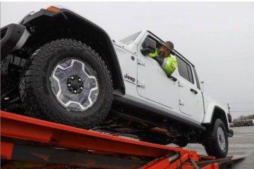 Jeep Gladiator 2020 mulai dikirim ke diler