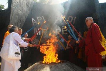 Pengambilan api Dharma Waisak