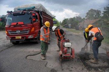 Perbaikan jalur mudik di Jalinsum Pemayung-Batanghari