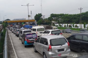 Jumlah kendaraan lewat Tol Amplas naik 10 persen