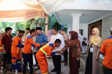 Open House JK di Makassar diwakili anaknya