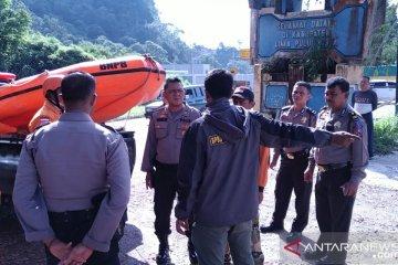 Polisi: Jalan licin penyebab Innova masuk jurang di Batang Agam