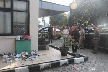Sampah berserakan, Bupati Bogor marah saat sidak di kantor Satpol PP