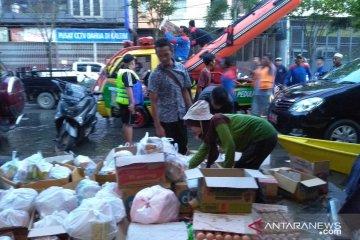 Bantuan Berbagai Asosiasi Bagi Korban Banjir Samarinda