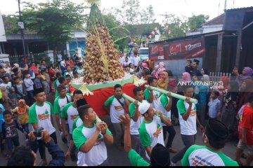Warga Trenggalek rayakan Lebaran ketupat dengan berbagai cara