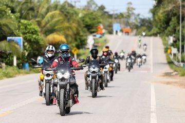 Moto Guzzi V85 TT meluncur di Thailand