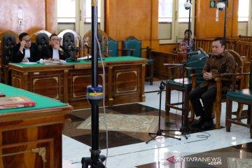 Remigo Berutu dituntut delapan tahun penjara (foto)