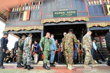 Atase militer kunjungi rumah adat Aceh