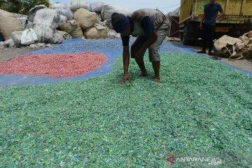 Usaha daur ulang limbah plastik