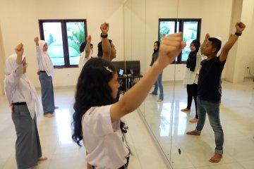 Siswa Mengenal Nusantara belajar tari Melayu