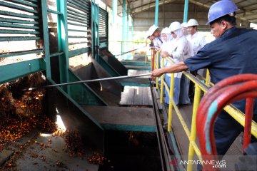 Siswa SMN lihat pengolahan kelapa sawit di pabrik PTPN IV